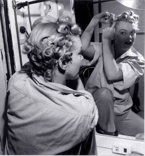 Marilyn-monroe-pin-curls